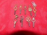 9 x assorted antique pocket watch keys. Click for more information...